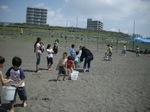 5-2子供達によるバケツリレー�A.JPG